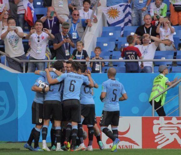 Uruguay derrota a los saudíes y está en octavos de final (+ Fotos)