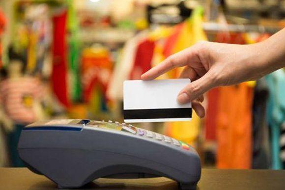 Banca cubana bonifica con el ocho por ciento pagos con tarjetas magnéticas
