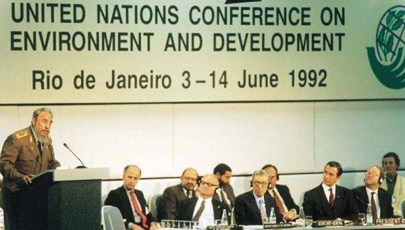 Fidel Castro pronuncia discurso en la Conferencia de Naciones Unidas sobre el Medio Ambiente y el Desarrollo, en Río de Janeiro, Brasil, 12 de junio de 1992. Foto: Sitio Fidel Soldado de las Ideas