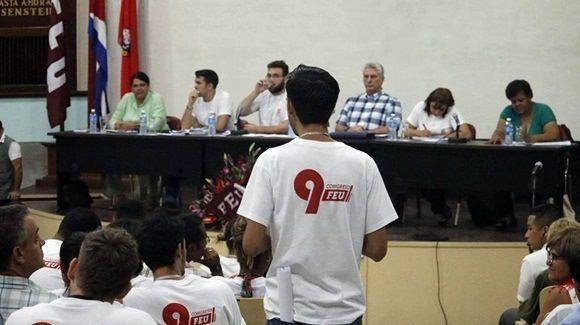 Participa Presidente cubano en última asamblea IX Congreso de la FEU