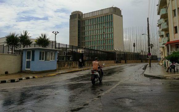 Estados Unidos reduce a un año la estadía de sus diplomáticos en Cuba