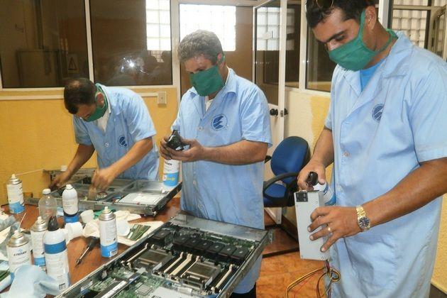 Instalan nuevo equipamiento y mejora cobertura telefónica en provincias cubanas afectadas por incendio