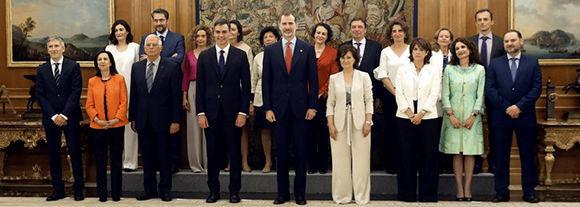 España estrena Gobierno: El gabinete de Pedro Sánchez jura ante el Rey Felipe