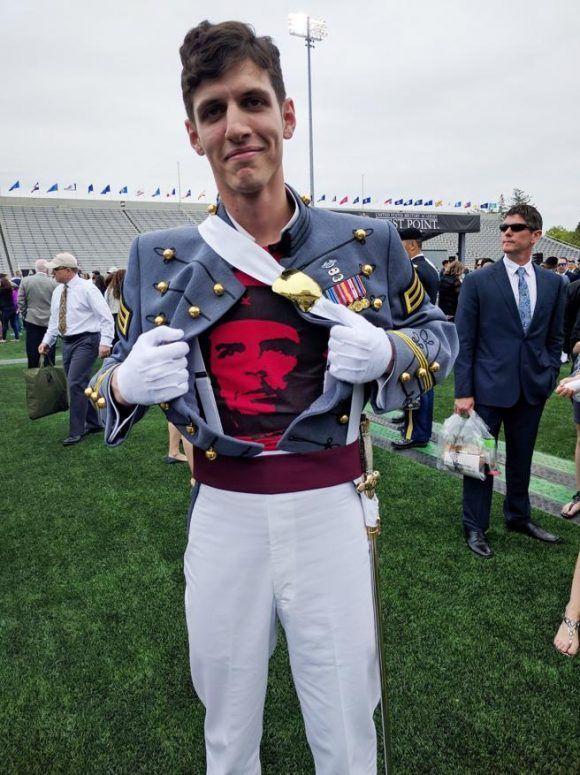 Expulsado del Ejército de EEUU graduado de West Point que portó camiseta del Che