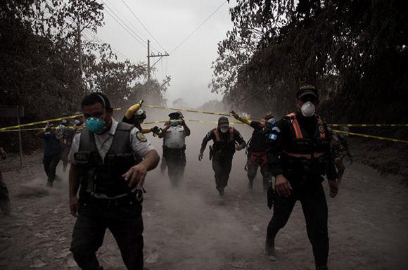 Suspenden acciones de rescate por condiciones críticas en las zonas cercanas al volcán