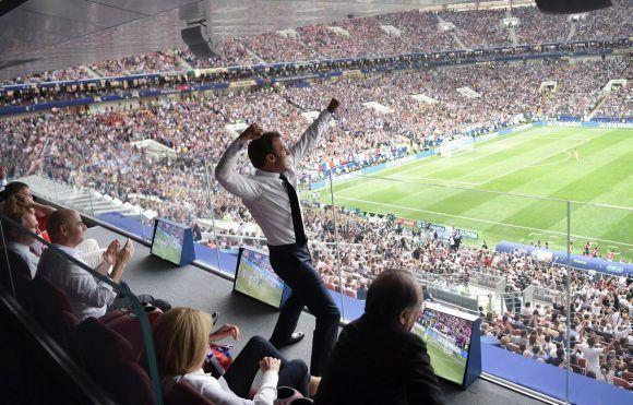 El Presidente francés festeja en Moscú.