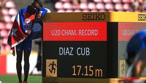 Cubano Jordan Díaz da salto dorado con récord mundial para juveniles (+ Fotos)