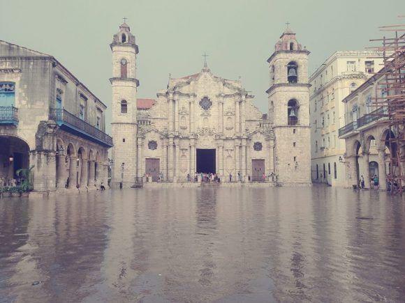 Fuerte tormenta azota La Habana (+Fotos y Video)