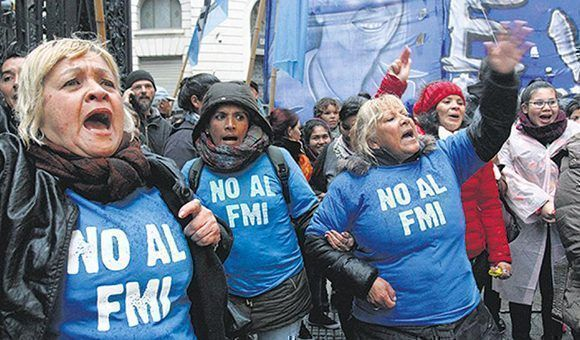 """Argentina tuvo en junio el peor retroceso económico de la era Macri y sigue """"tirando de la manga del FMI"""""""