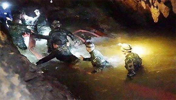 Rescate en Tailandia: Están fuera de la cueva los doce niños y su entrenador
