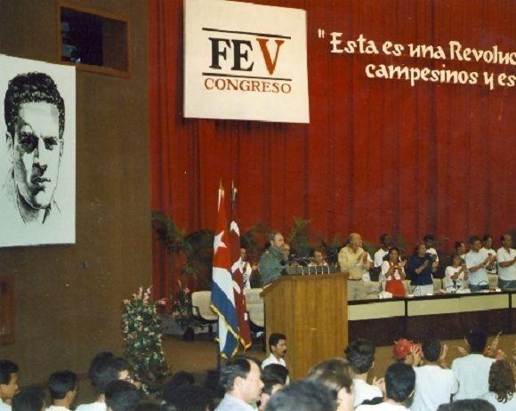 Fidel Castro interviene en la clausura del V Congreso de la Federación Estudiantil Universitaria. Palacio de las Convenciones. La Habana, 25 de marzo de 1995. Foto: Estudios Revolución/ Sitio Fidel Soldado de las Ideas