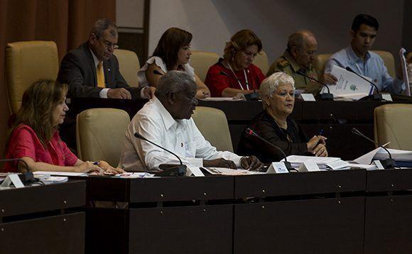 Parlamentarios analizan en Cuba proyecto de nueva Constitución