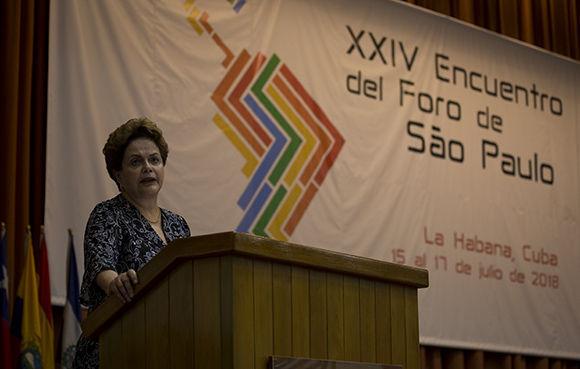 """Conversando con Dilma Rousseff: """"nosotros jamás aceptaremos que privaticen nuestro patrimonio, nuestras riquezas y nuestros bancos"""""""
