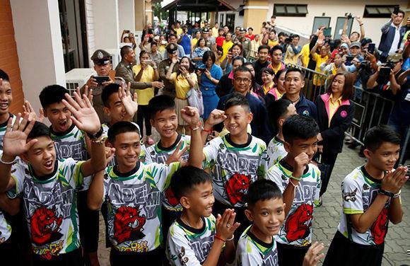 Niños rescatados de cueva de Tailandia aseguran que fue un