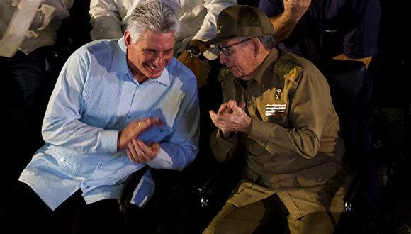 Raúl Castro y Díaz-Canel presiden acto por Día de la Rebeldía Nacional