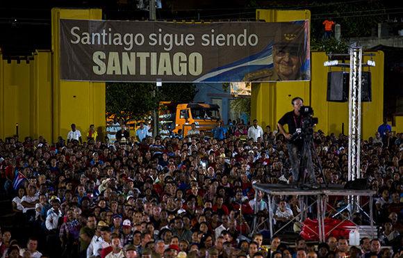Presidieron Raúl Castro y Díaz-Canel acto por el Día de la Rebeldía Nacional en Santiago de Cuba