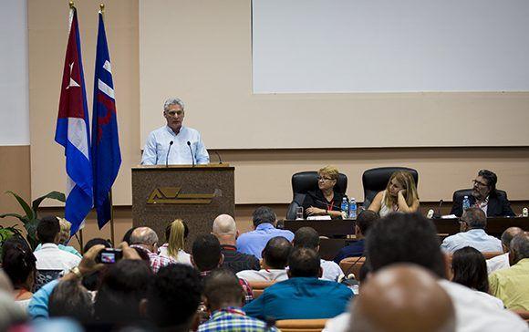 Díaz-Canel en Congreso de los periodistas cubanos: la verdad necesita de ustedes