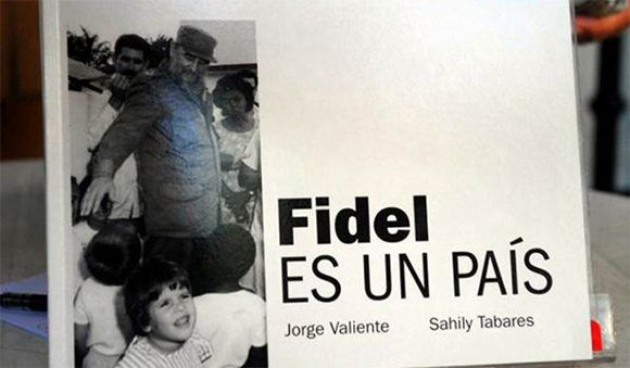 Fidel es un país, noventa imágenes en la historia
