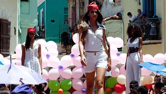 8ae0293b Las calles de la Isla se han convertido en pasarelas de las más exquisitas  y deslumbrantes modas. Foto: Entre poses/Facebook.
