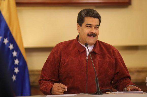 Maduro destaca en Twitter desesperación de gobiernos oligarcas contra Venezuela