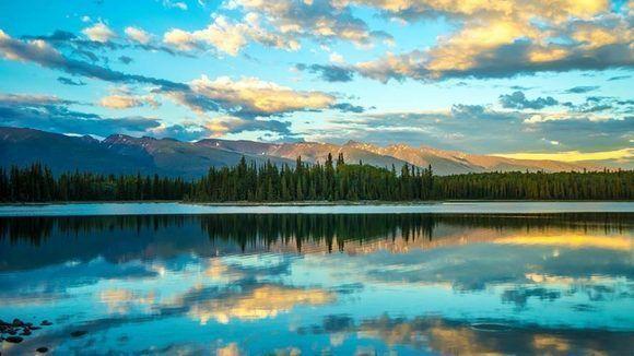 Autor: Jason Salisbury. Locación: Boya Lake, Columbia Británica, Canadá.