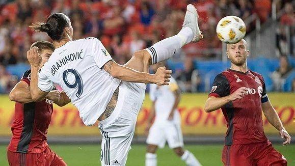 Ibrahimovic logra un acrobático gol y llega a los 500 (+ Video)