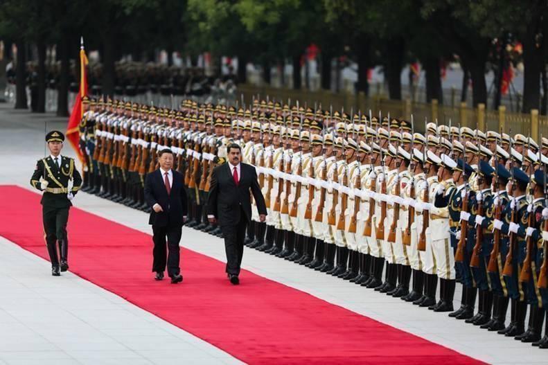 Venezuela firma acuerdos multimillonarios con China