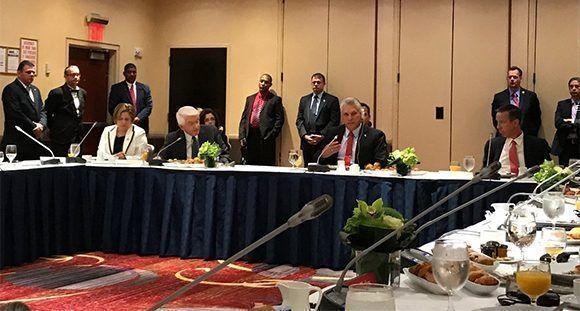 Amplio grupo de empresarios del sector de viajes en EEUU acuden al encuentro con Díaz-Canel