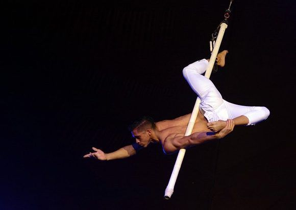 Trapecista cubano es artista revelación del Festival Iberoamericano de Circo