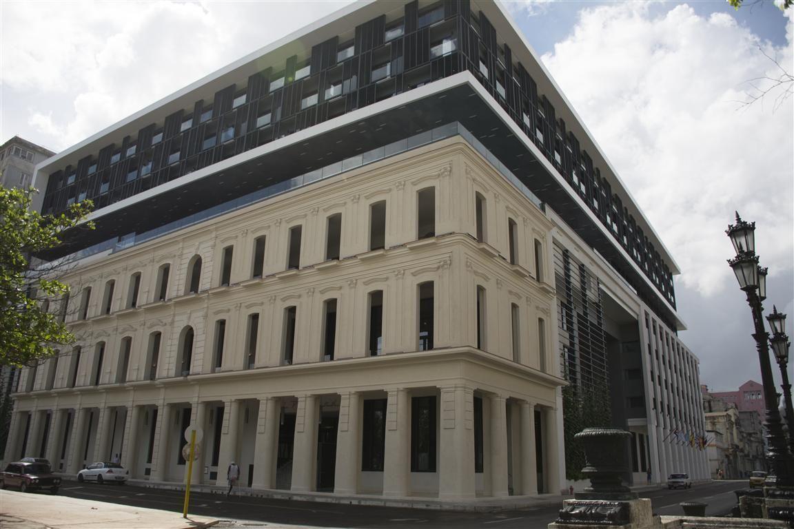 Presidente Cubano Inaugura Hotel Iberostar Grand Packard