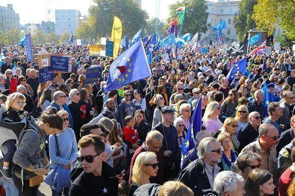 Marchan en Londres para exigir un referéndum sobre el Brexit
