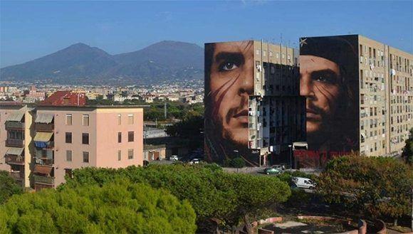 En gran formato, el rostro de Che Guevara en Nápoles