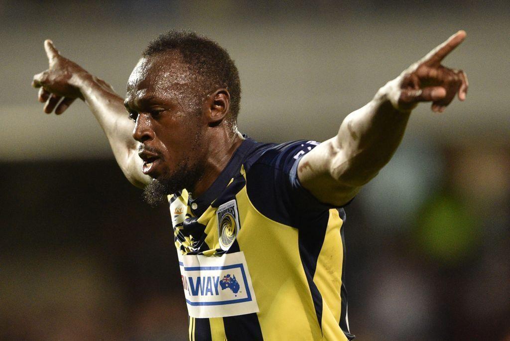 Lento pero seguro: Usain Bolt anota sus primeros goles como profesional