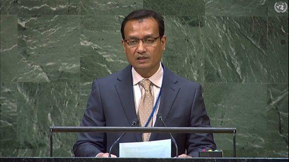 El representante de Bangladesh habla en nombre de la Conferencia Islámica.