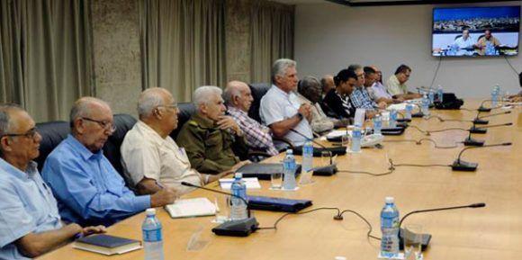 Presidente cubano evalúa medidas adoptadas y daños causados por Michael