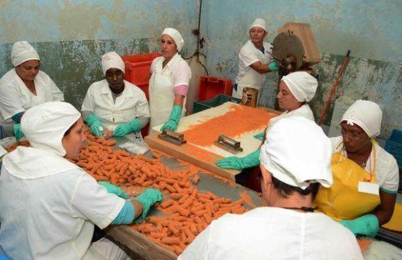 A 60 años del Triunfo: La industria cubana en constante revolución Estrella_roja-580x376