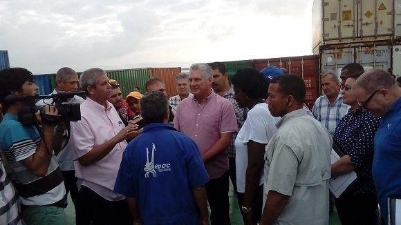 Presidente cubano constata en Batabanó labores de recuperación tras paso de huracán Michael (+ Fotos)