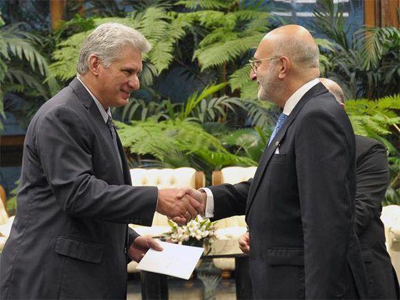 Presidente cubano recibe cartas credenciales de nuevos embajadores (+ Fotos)