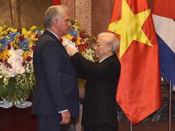 Condecora Vietnam a Díaz-Canel con Orden de Ho Chi Minh