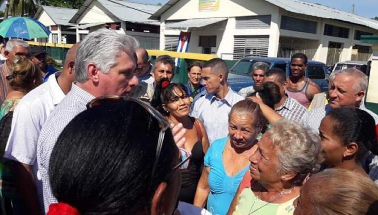 Díaz-Canel intercambia con el pueblo guantanamero