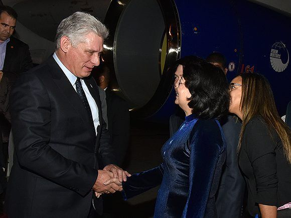 Cuban President arrives in Vietnam on official visit