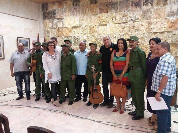 Felicita Raúl Castro al Quinteto Rebelde por su aniversario 60 (+ Fotos)