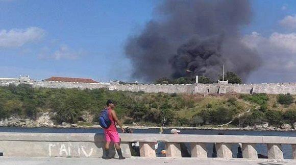Sofocado incendio en la fortaleza San Carlos de la Cabaña (+Fotos)