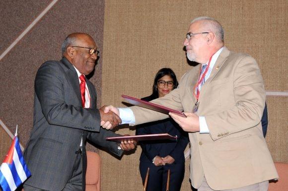 Ejecutivo nacional firma acuerdos de cooperación con Cuba