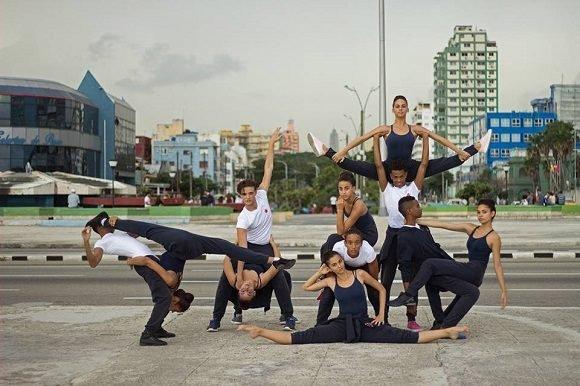 Compañía Acosta Danza bailará por la calle Línea este sábado
