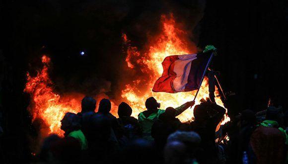 Francia estudia decretar el estado de emergencia