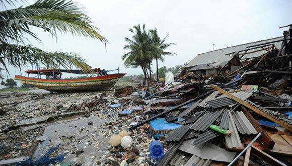Intensas lluvias dificultan rescates en Indonesia tras el tsunami
