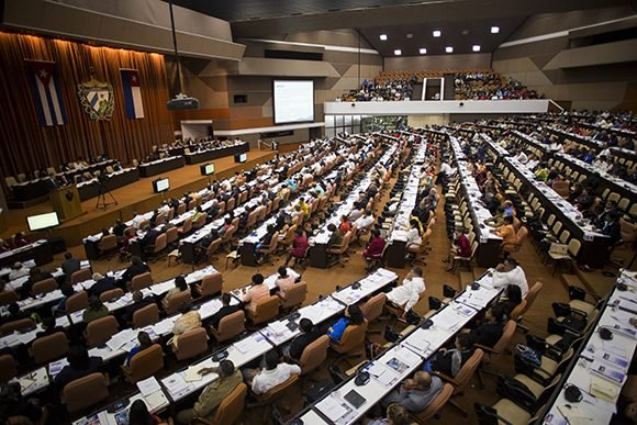 Presentan a diputados cubanos nuevos decretos ley