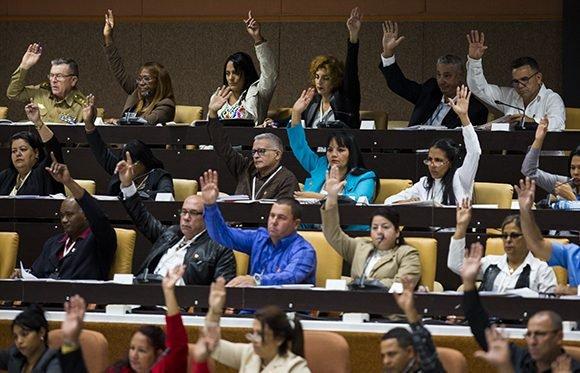 Diputados cubanos aprueban presupuesto para 2019