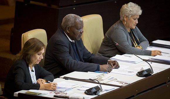 La presidencia de la ANPP (de izq. a der.) Ana María Mari Machado, vicepresidenta, Esteban Lazo, presidente y Miriam Brito, secretaria.